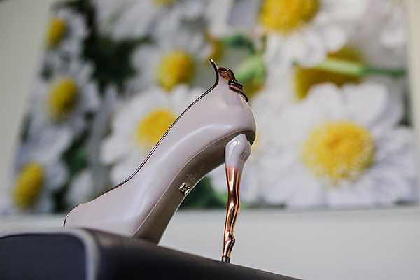 Νυφικά παπούτσια από τον γνωστό σχεδιαστή Δούκα Χατζηδούκα α