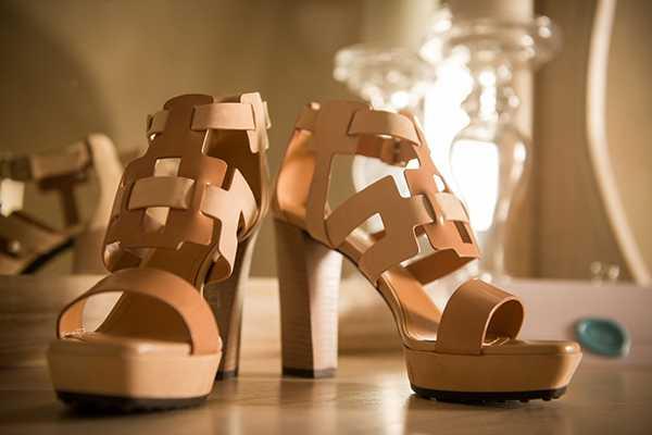 Νυφικά παπούτσια με χοντρό, ξύλινο τακούνι, Tod's Band
