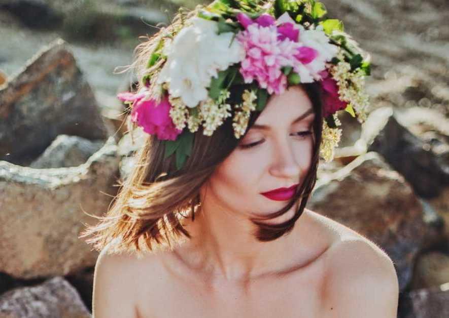 Νυφικά Χτενίσματα: Για Μια Γοητευτική Γαμήλια Παρουσία