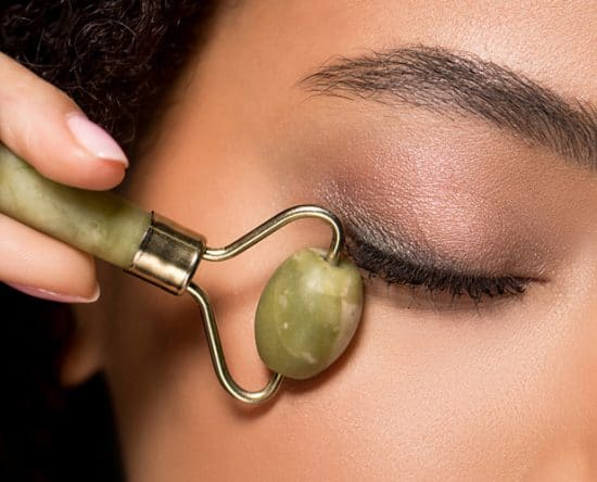 Jade Roller & Gua Sha: Τα Οφέλη στο Δέρμα και Πώς να τα Χρησιμοποιήσεις